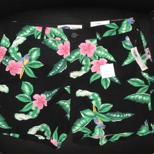 Old Navy Women's Size 6 Shorts NWT